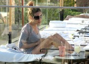 222afd128442459 Sarah Jessica Parker in a Bikini chillin at a Spa Resort