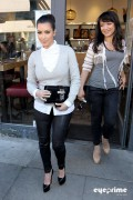9bd56a123089583 Kim Kardashian grabs a bite in Beverly Hills, Mar 10