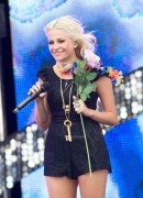 224b9987306964 Pixie Lott performs at T4 On  The Beach in Weston super Mare, UK, Jul 4, 2010