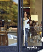 abf67f92882902 Sofia Vergara shops at Barneys New York in Beverly Hills, Aug 12, 2010