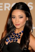 7491cc107655885 Shay Mitchell arrives at the 4th Annual CNN Heroes: An All Star Tribute in L.A, Nov 20
