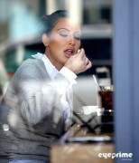 02c862123089704 Kim Kardashian grabs a bite in Beverly Hills, Mar 10