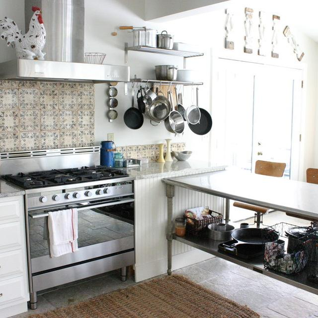 Houzz Small Kitchens Top 10 Design Features To Borrow From Restaurant Kitchens
