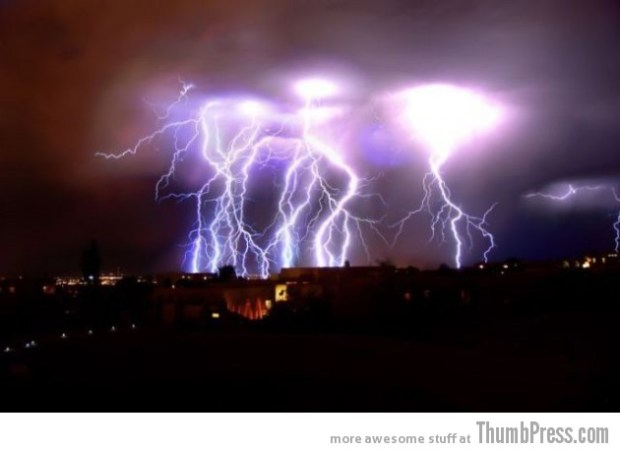Lightning Thumbpress 10 630x459 Horrifying Lightning Storm Over Albuquerque, New Mexico