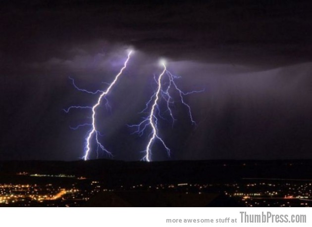 Lightning Thumbpress 17 630x459 Horrifying Lightning Storm Over Albuquerque, New Mexico