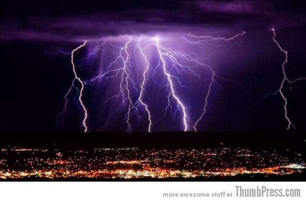 Lightning Thumbpress 20 630x415 Horrifying Lightning Storm Over Albuquerque, New Mexico