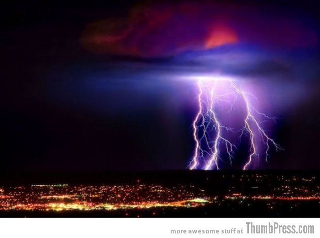 Lightning Thumbpress 28 630x469 Horrifying Lightning Storm Over Albuquerque, New Mexico