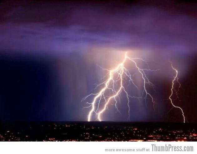 Lightning Thumbpress 29 630x494 Horrifying Lightning Storm Over Albuquerque, New Mexico