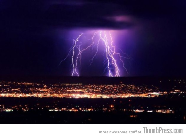 Lightning Thumbpress 31 630x462 Horrifying Lightning Storm Over Albuquerque, New Mexico