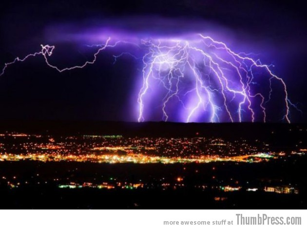 Lightning Thumbpress 32 630x470 Horrifying Lightning Storm Over Albuquerque, New Mexico