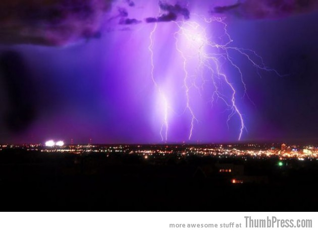 Lightning Thumbpress 37 630x460 Horrifying Lightning Storm Over Albuquerque, New Mexico