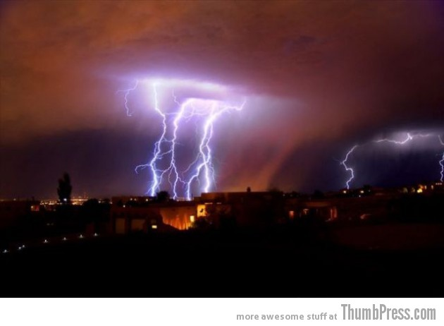 Lightning Thumbpress 4 630x462 Horrifying Lightning Storm Over Albuquerque, New Mexico