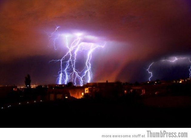 Lightning Thumbpress 5 630x462 Horrifying Lightning Storm Over Albuquerque, New Mexico