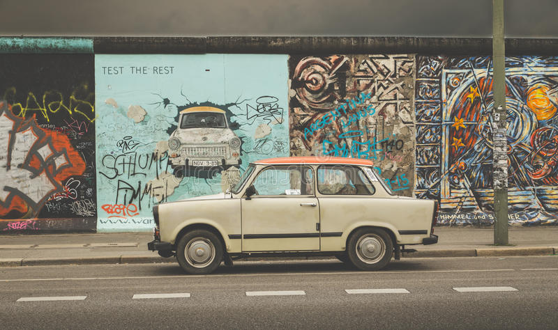 Berlin Wall At East Side Gallery With Trabant Car Germany - Berlin Auto