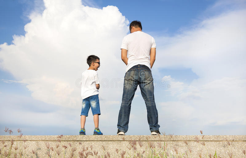 Cute Baby Boy Full Hd Wallpaper Father And Son Standing On A Stone Platform And Pee
