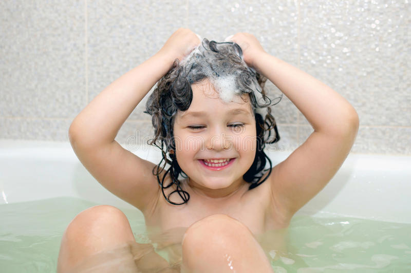 Xl Duschen Happy Small Child Bathing In Bathtub Stock Photo - Image