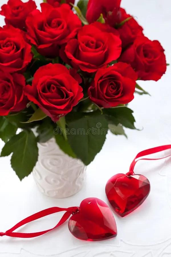 Rosas y corazones rojos imagen de archivo Imagen de brote - 17041499 - rosas y corazones