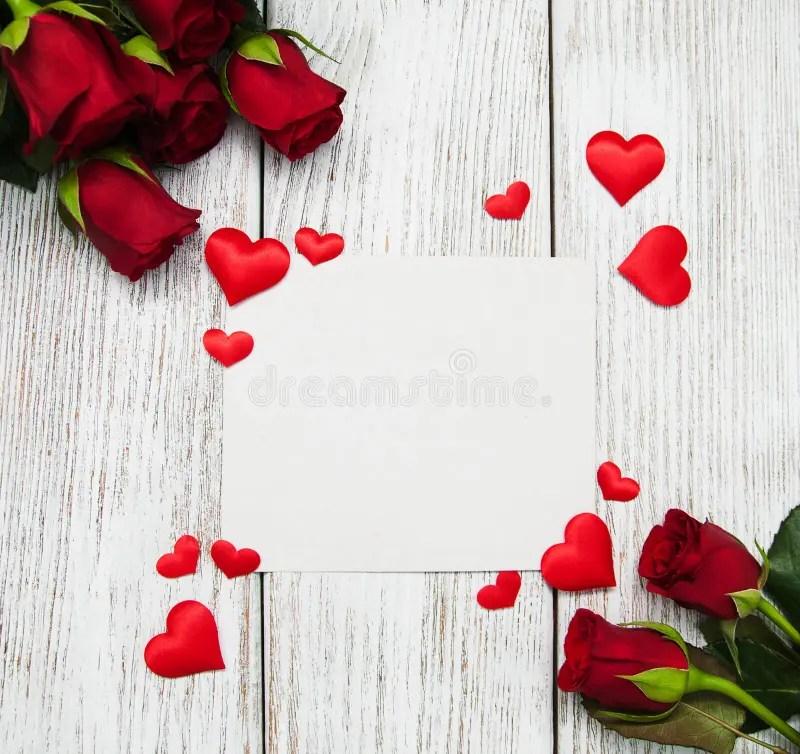 Rosas y corazones rojos foto de archivo Imagen de flores - 84118634 - rosas y corazones