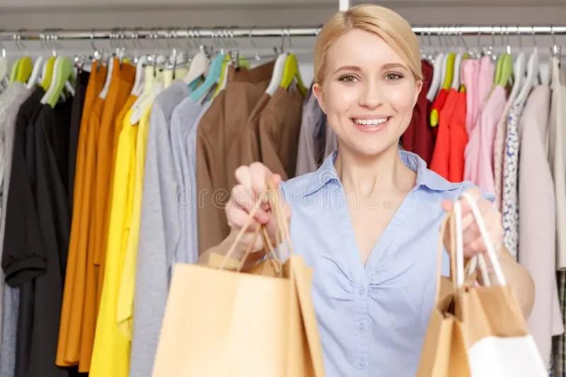 clothes shop assistant - Thevillas - shop assistan