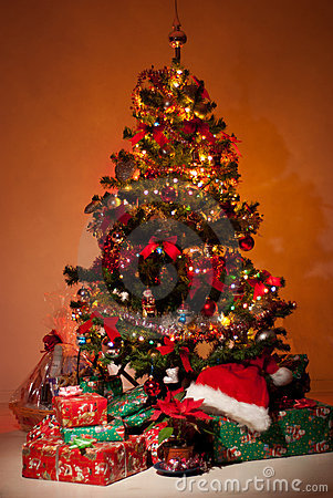 3d Xmas Tree Live Wallpaper Christmas Tree With Gifts And Lights Stock Images Image