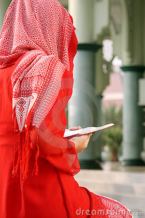 Cute Baby Wallpaper For Whatsapp Dp Muslim Girl Reading Qur An Royalty Free Stock Photos