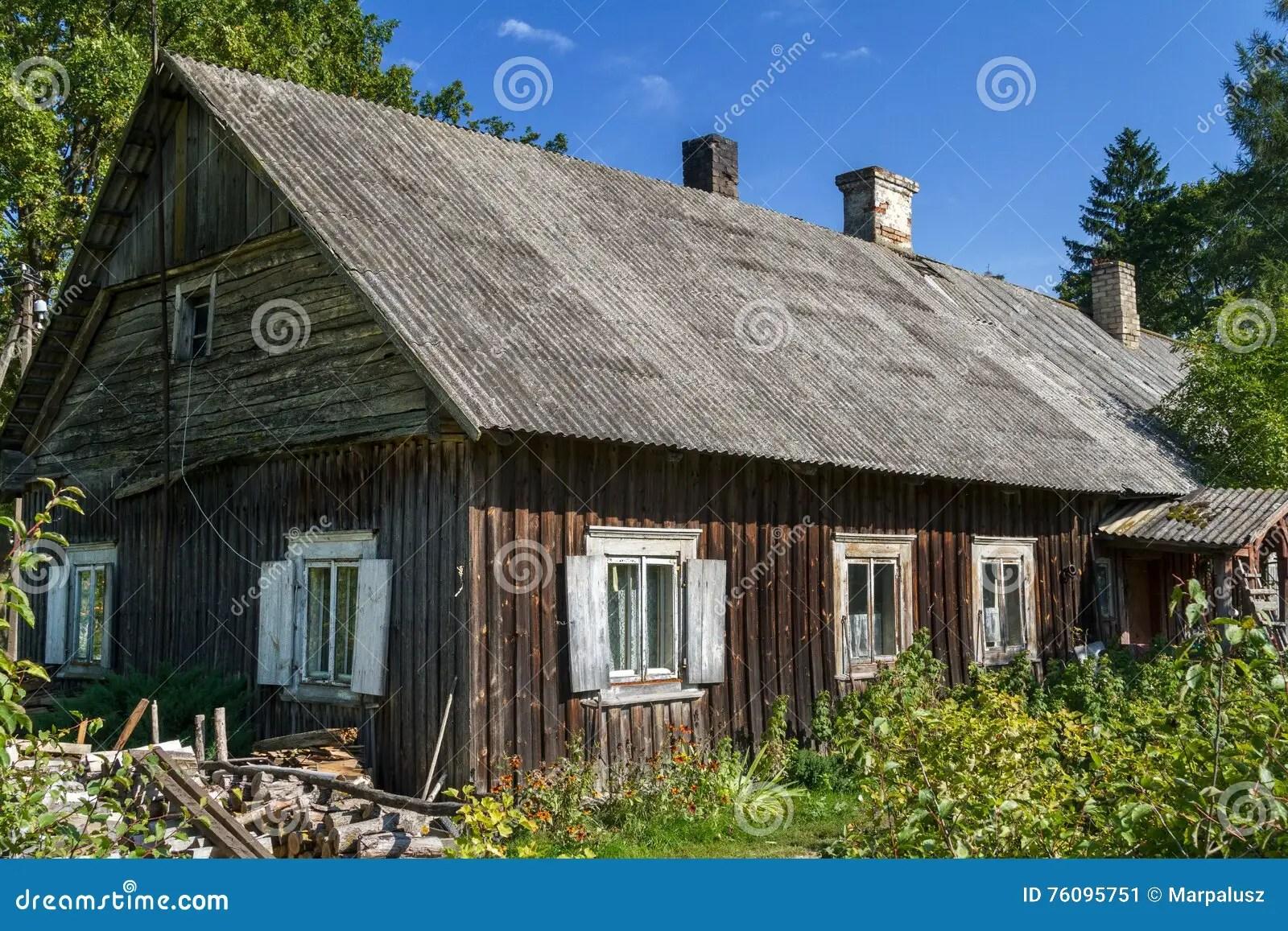 Altes Haus Dach Isolieren Dachbegrunung Mit Geholzen Und Baumen