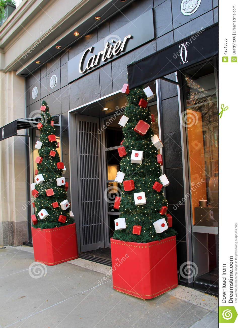 Decoration De Vitrine Pour Noel Attractive Storefront With Christmas Trees Covered In