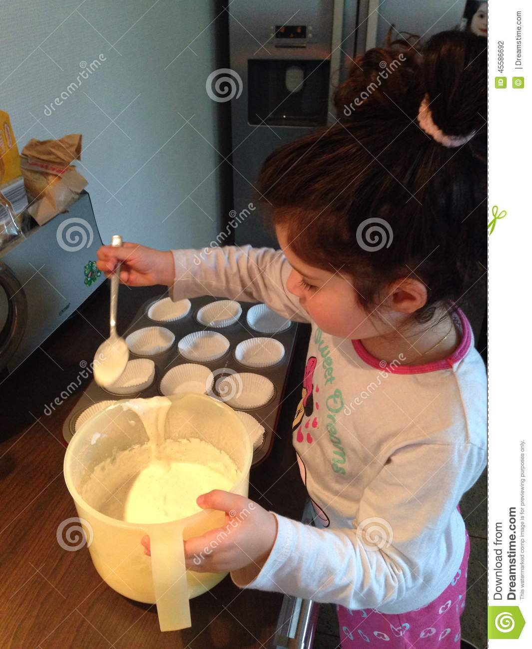Muffins Kinder Lecker Backen Cupcake Editorial Photography Image Of Backen 45586692