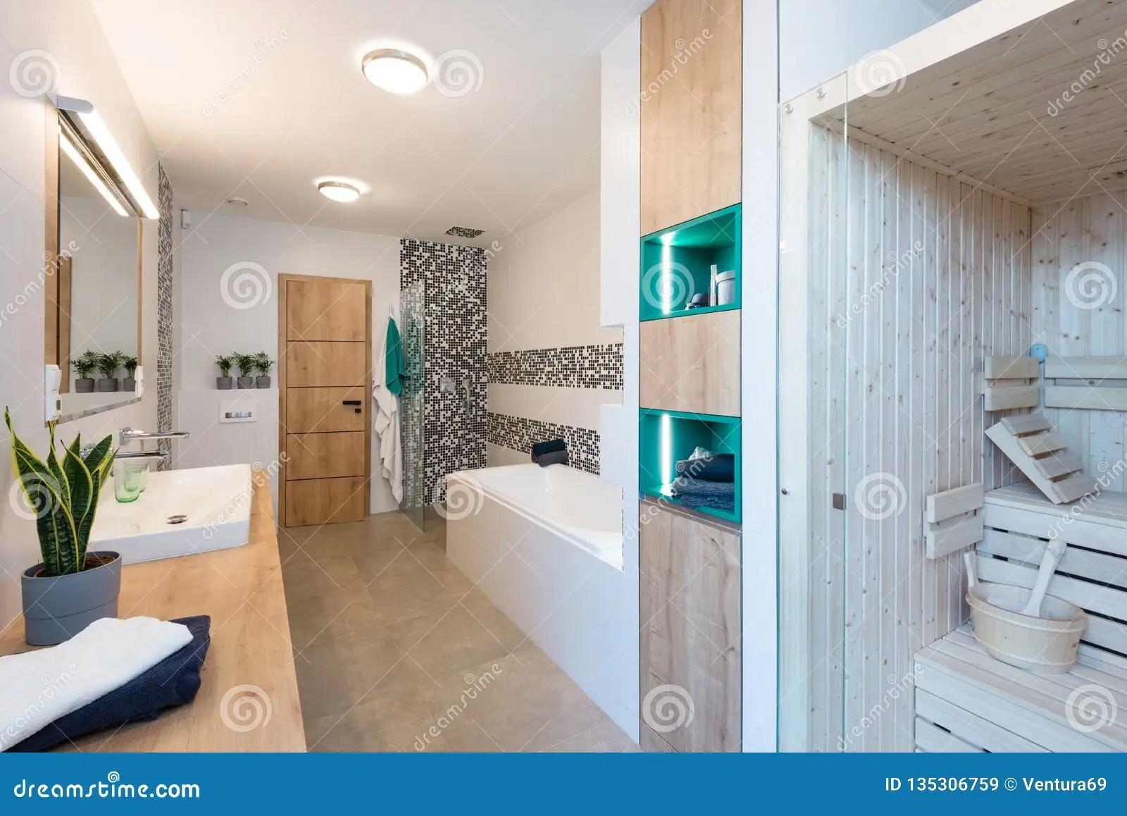 Bagni Piccoli Con Vasca : Bagno moderno con vasca e doccia: bagno con la vasca e la doccia