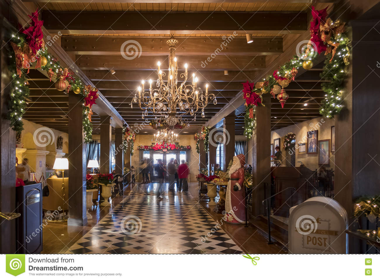 Exclusive Weihnachtsdeko Beautiful Christmas Lights Inside Of Mission Inn Editorial