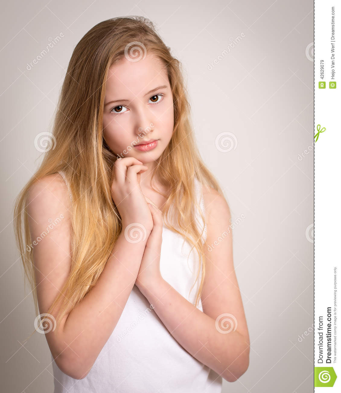 Zwembad Porno Sex Beautiful Young Shy Blond Girl Stock Photo Image 42629079