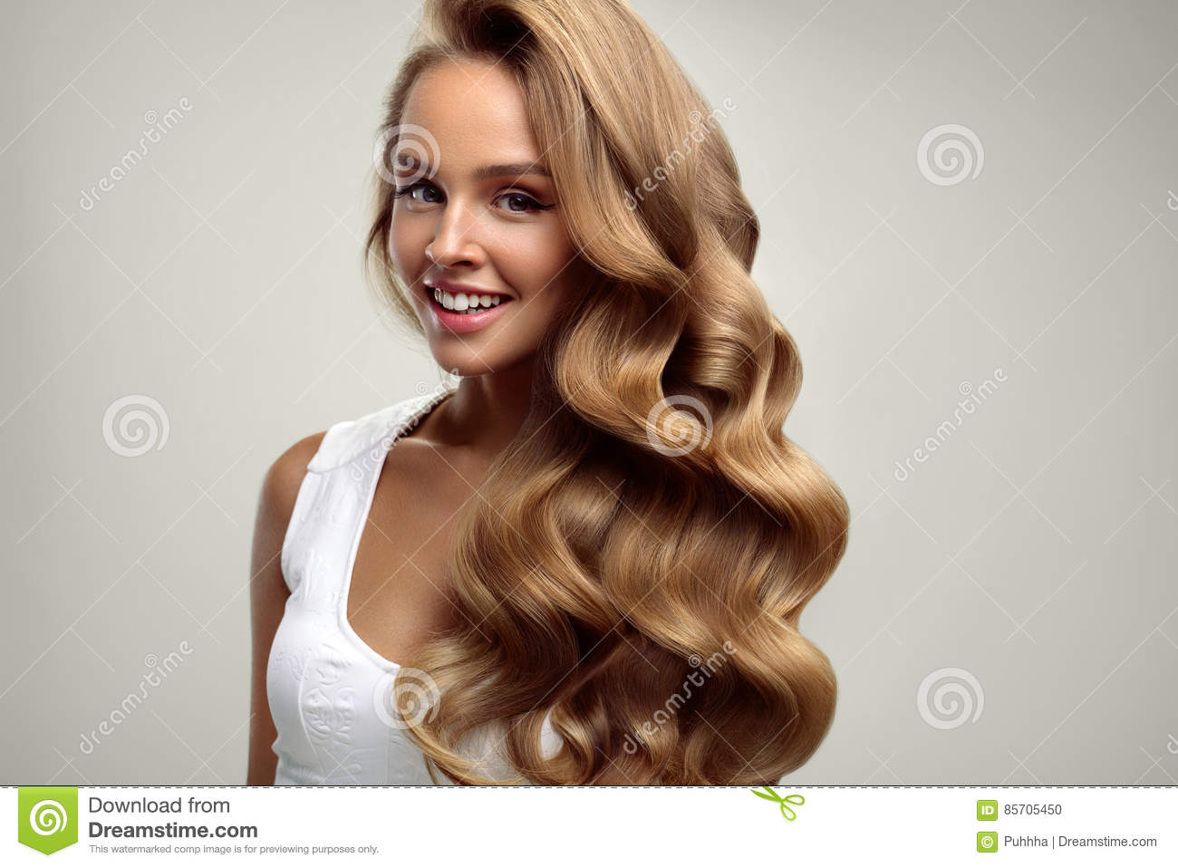 Coiffure Volumineuse Beauty Beautiful Woman With Long Blonde Curly Hair