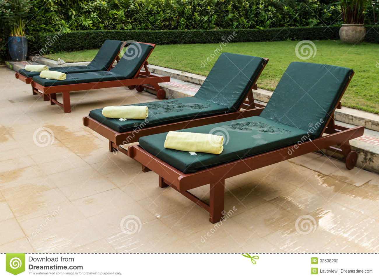 Zwembad Bed Bed In Swimming Pool Stock Photography Image 32538202