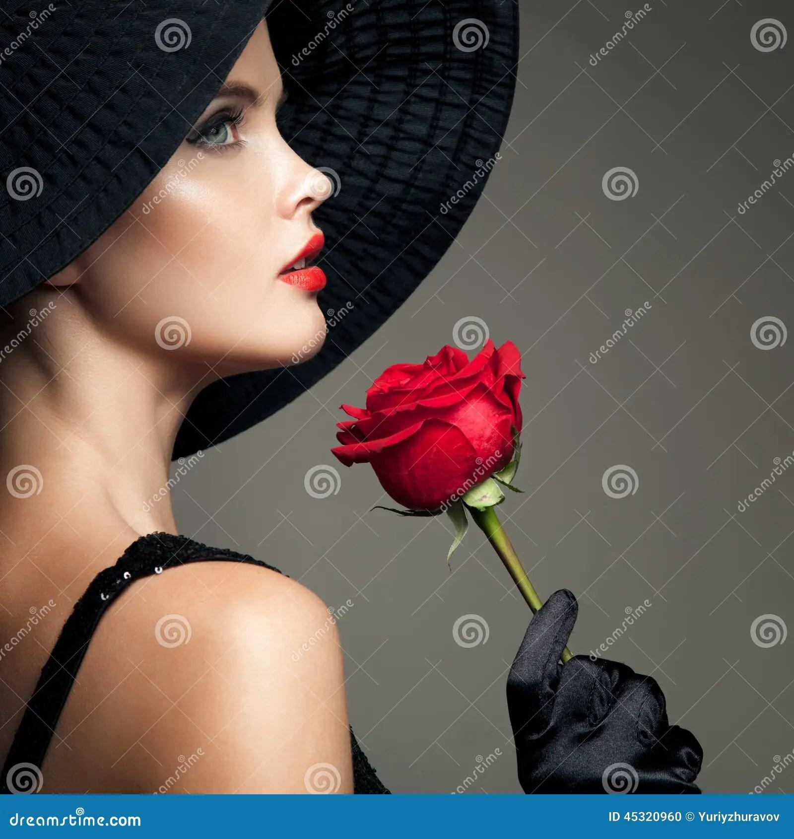 Cute Nail Arts Wallpaper Belle Femme Avec La Rose De Rouge R 233 Tro Image De Mode