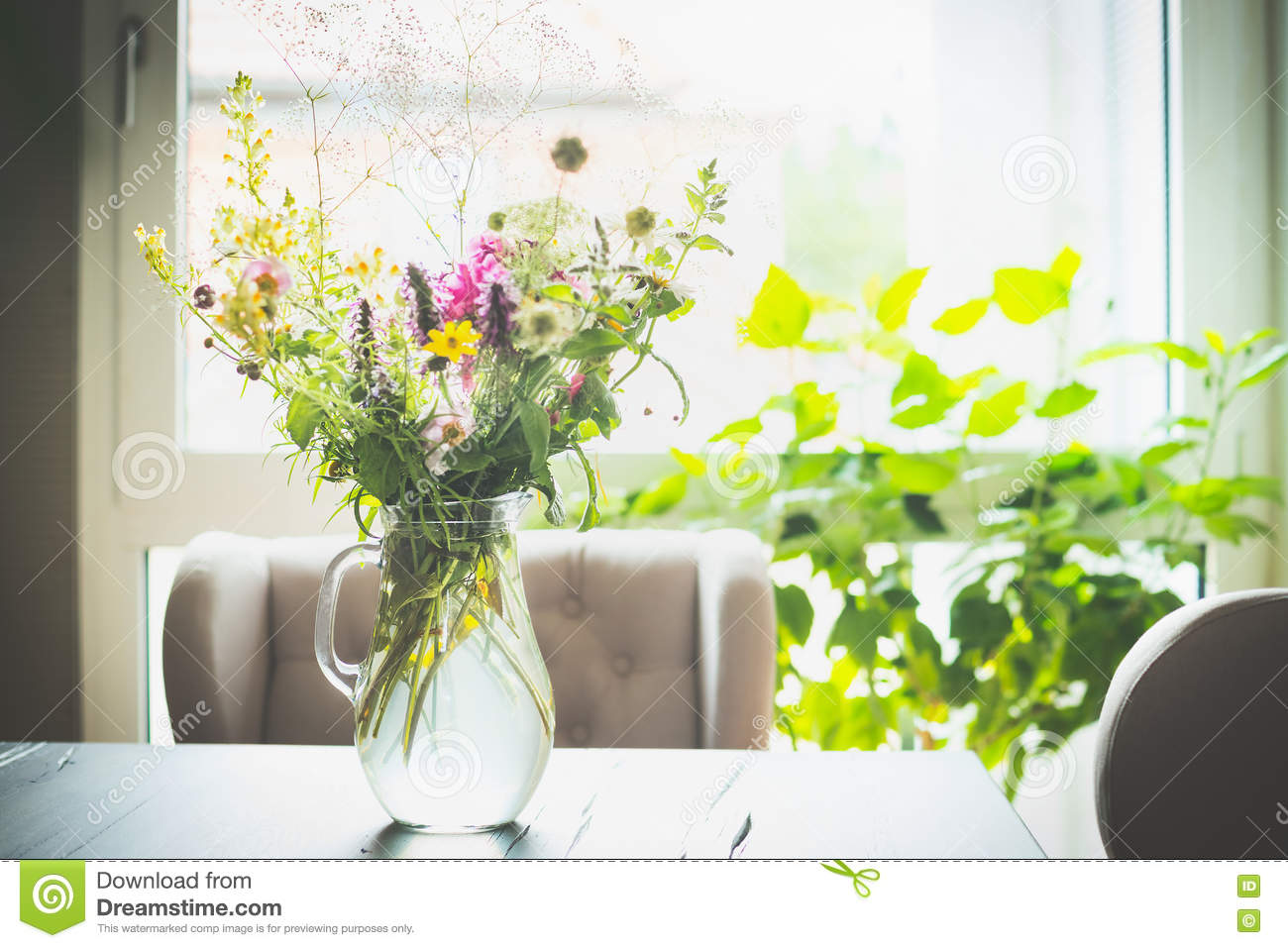 Hortensien In Der Wohnung Bouquet Of Flowers In A Glass Vase On Table In Front Of A