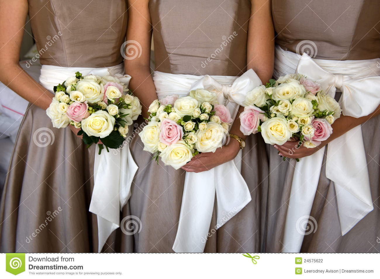 Ausgefallene Blumensträuße Bridesmaids With Flowers Stock Photo Image Of Flowers