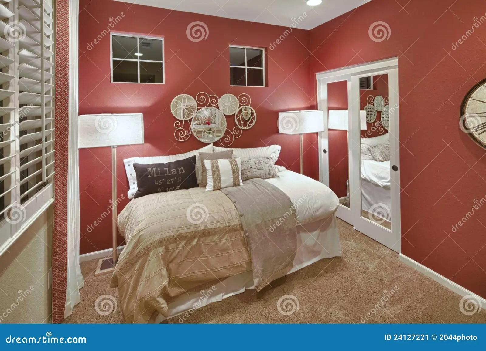 Pareti Camera Da Letto Rossa : Tinte pareti camera da letto errori d arredo come scegliere il