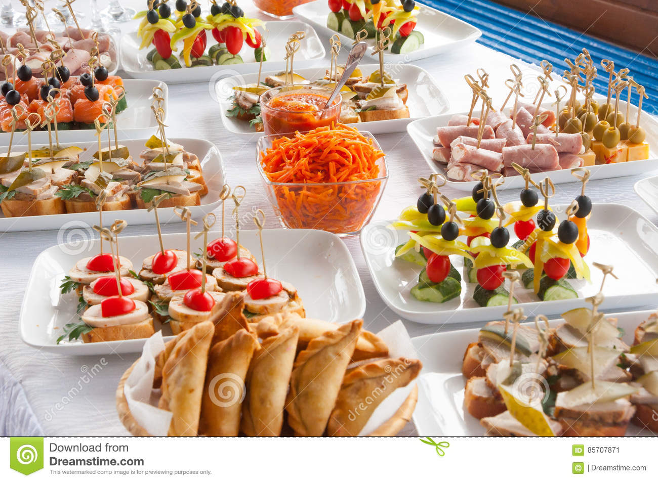Canapés Wraps Canapes On The White Plates Stock Image Image Of Cheese