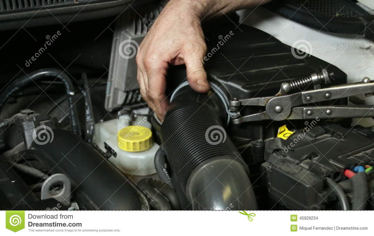 Reparation Automobile Car Repair Mechanic Mounting Automobile Air Filter Stock Footage