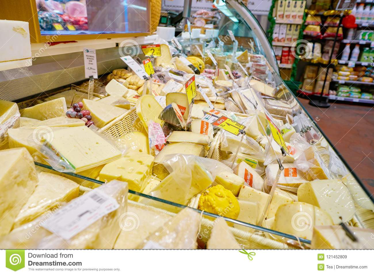 Carrefour Cuisine Carrefour Express Editorial Stock Image Image Of Indoor 121452809