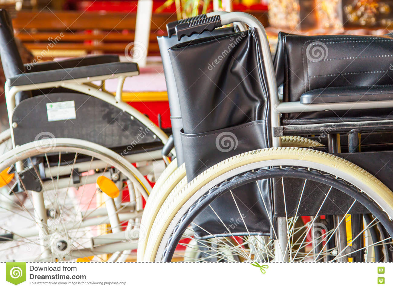 Chaise Handicapé Chaise Handicapée Photo Stock Image Du Mobilité Handicap 70833254