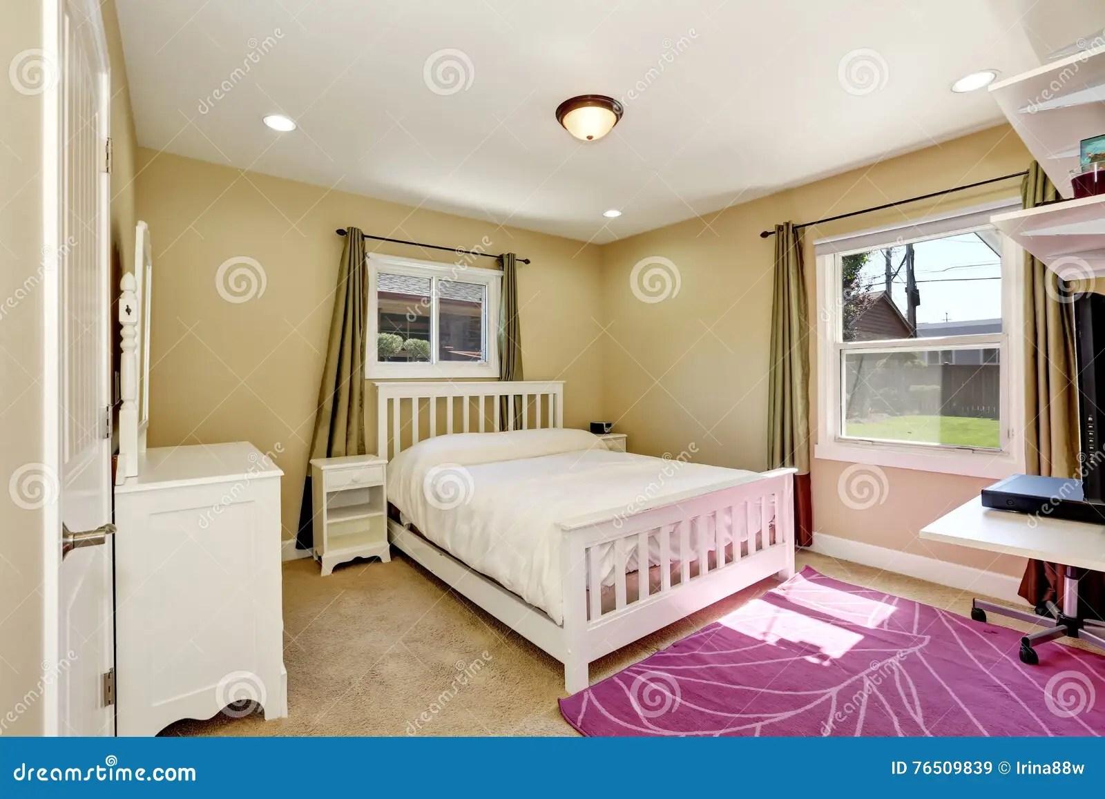 Chambre à Coucher Gentille Dans La Petite Maison Américaine De