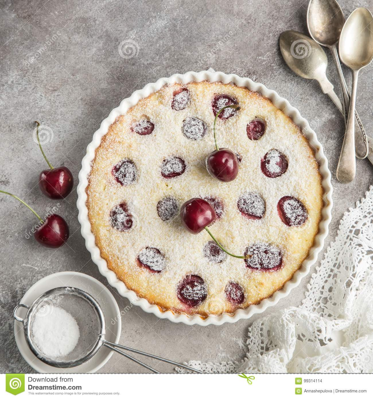 Cottage Küchen Cherry And Cottage Chese Cake In White Baking Dish Stock Photo