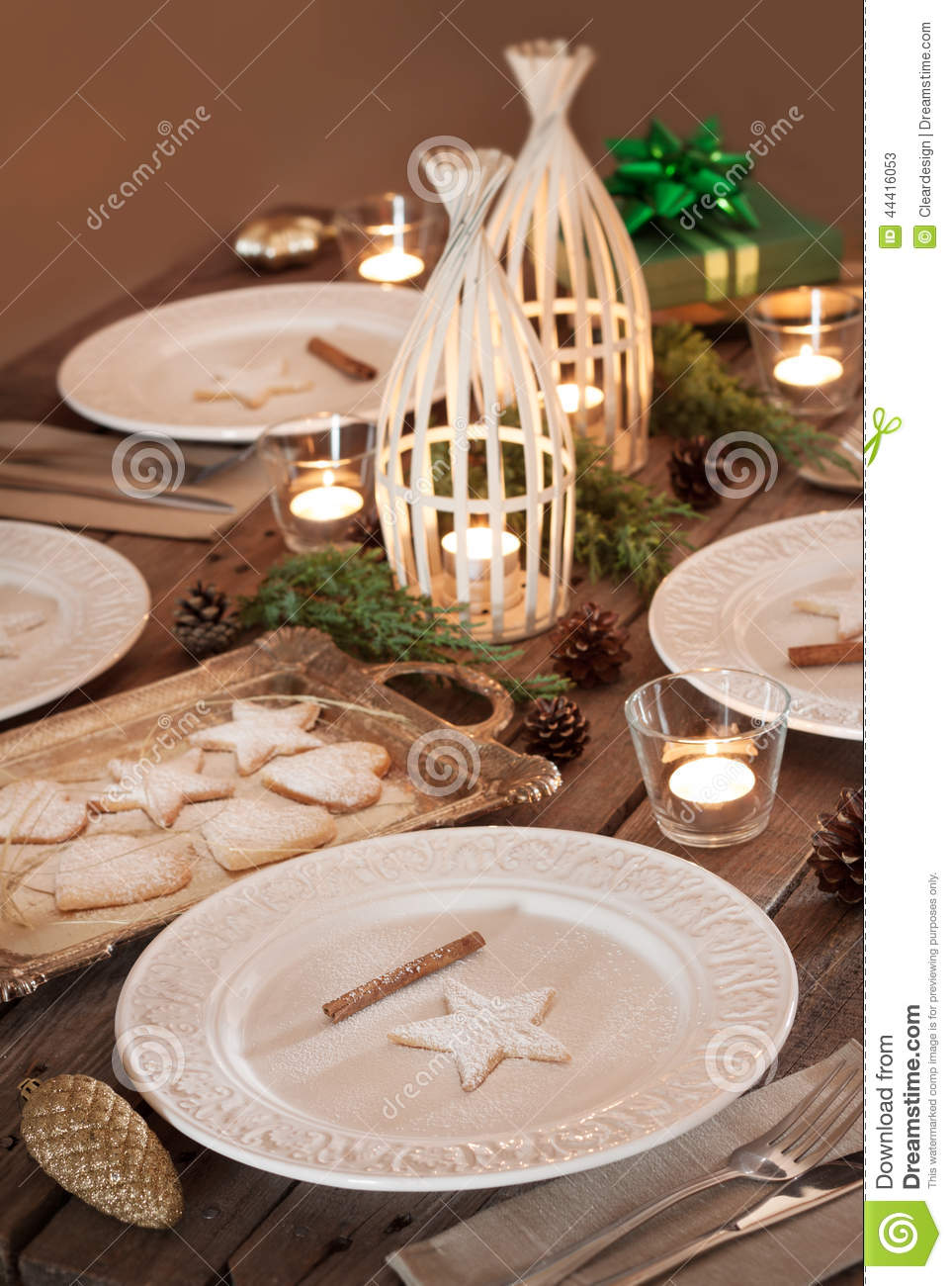Christmas table setting rustic style natural decorations