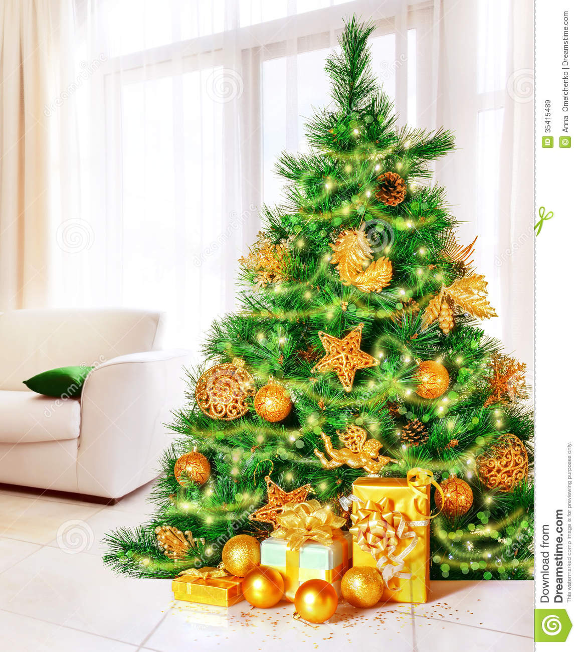 Traditional Gifts For New Homeowners Christmas Tree At Home Royalty Free Stock Images Image