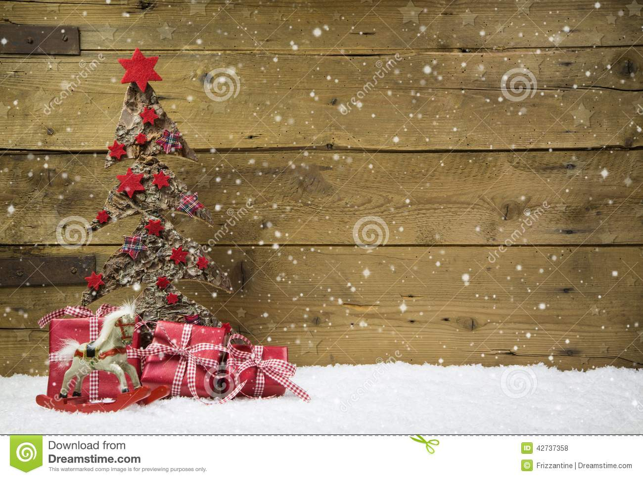 Postales Navidad Originales Christmas Tree With Red Presents And Snow On Wooden Snowy