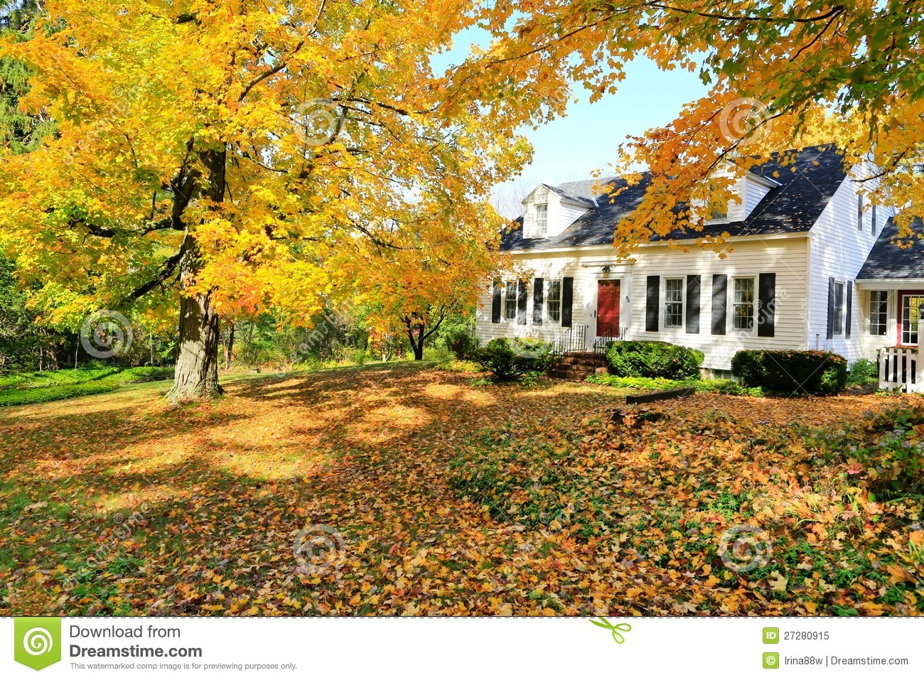 New Hampshire Fall Foliage Wallpaper Classic New England American House Exterior Stock Image
