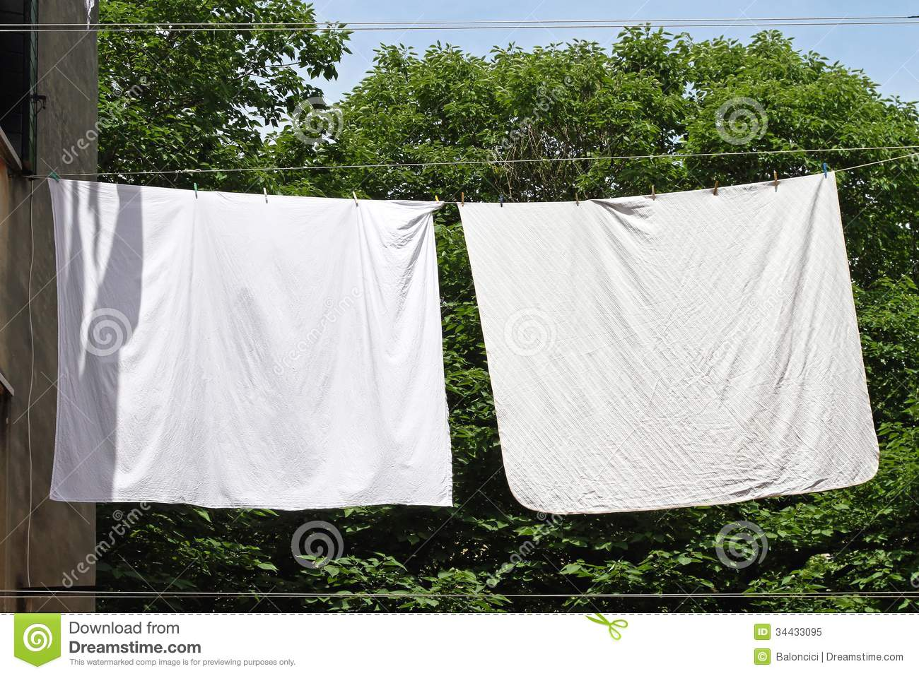 Bettwaesche Clipart Clothes Line Stock Image Image Of Outside Washing Twine