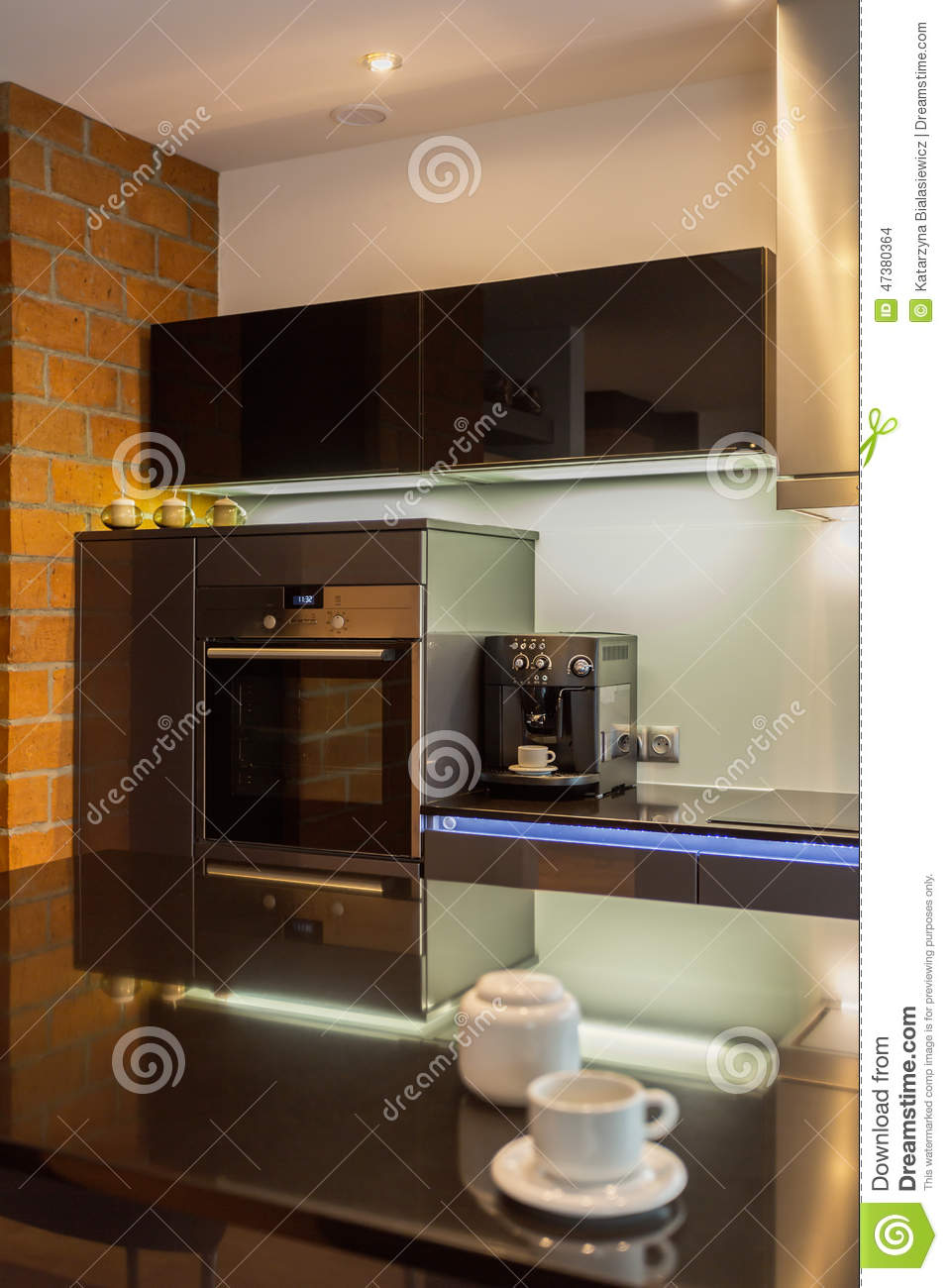 Keuken Geyser Coffee Maker In Modern Kitchen Stock Photo Image Of Countertops