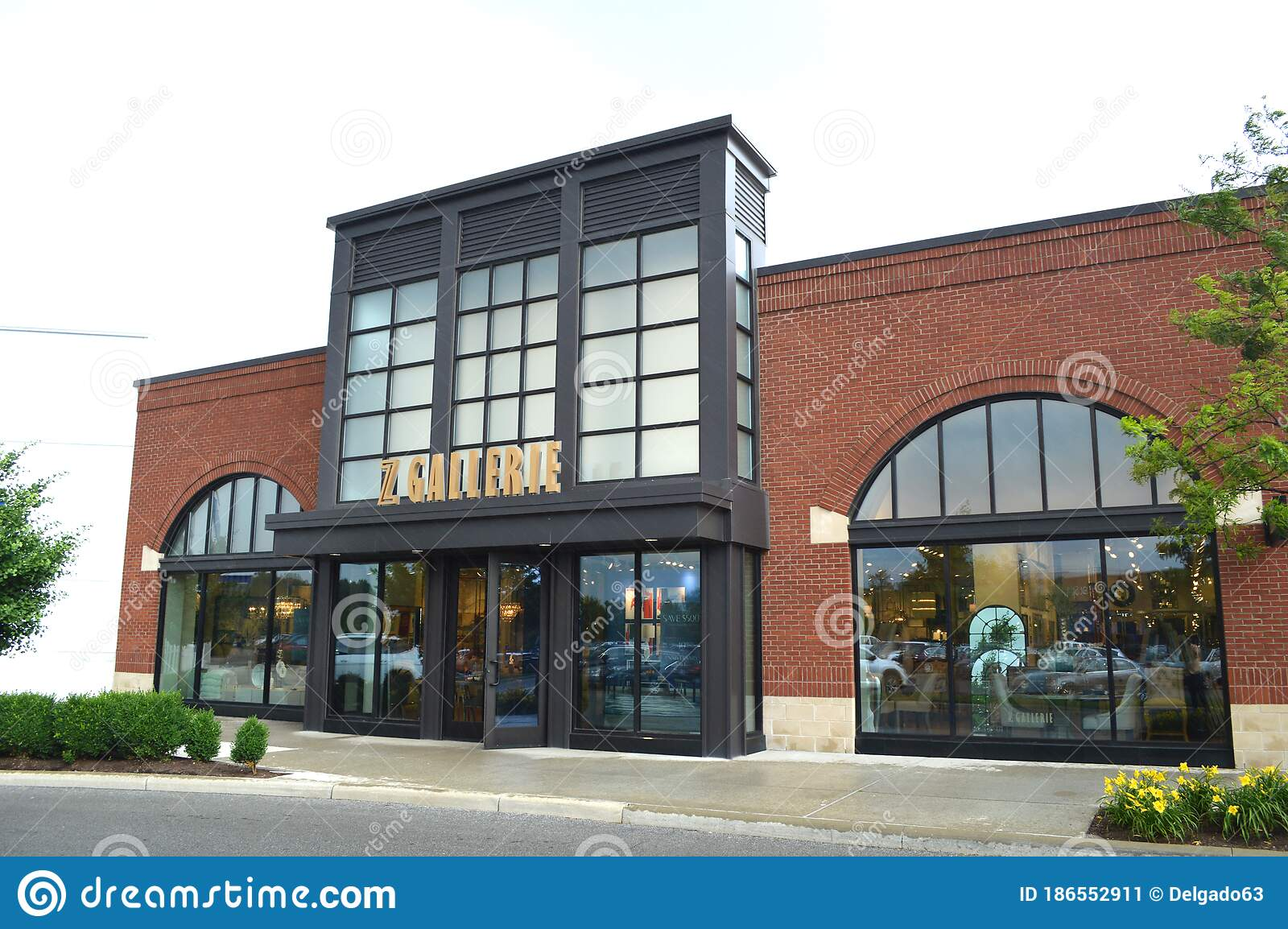 Z Gallerie Is A Contemporary Home Goods Retailer For Furniture Editorial Photo Image Of Store Building 186552911